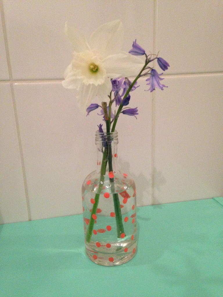 DIY tuto Un vase à petits pois avec une bouteille en verre de récup