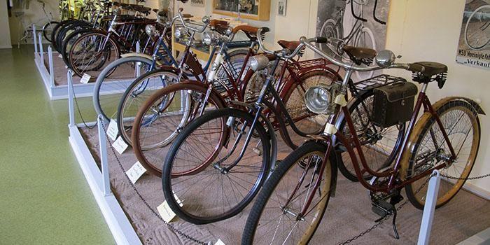 Teuvan pyörätallissa on esillä laaja kattaus pyöräilyn historiaa.