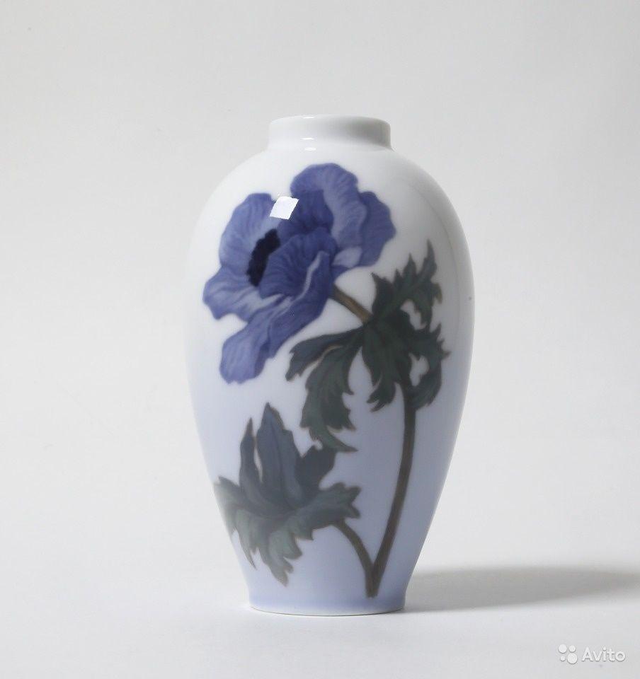 Фарфоровая ваза с маком.    Дания, г. Копенгаген, Royal Copenhagen, 1899-1920.   Клеймо производителя.   Номер модели - 621_47    Высота 14 см.   Ваза первого сорта.  9000 руб.