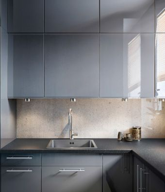 Kitchen with abstrakt grey high gloss doors drawer fronts for High gloss grey kitchen cabinets