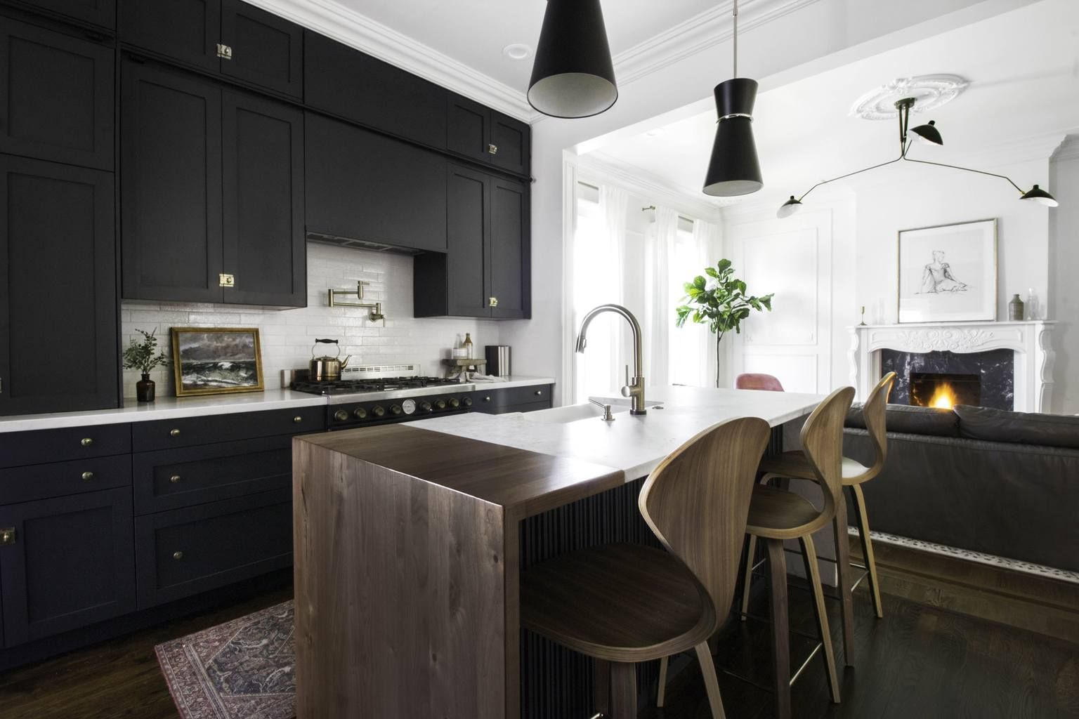 Brass Accents And Ebony Doors Make For A Darkly Dramatic Kitchen Kitchen Renovation Victorian Kitchen Kitchen Cabinets Decor