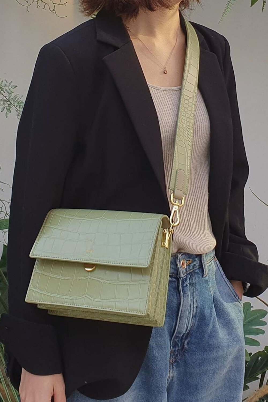 JW PEI mini flap bag review: Design