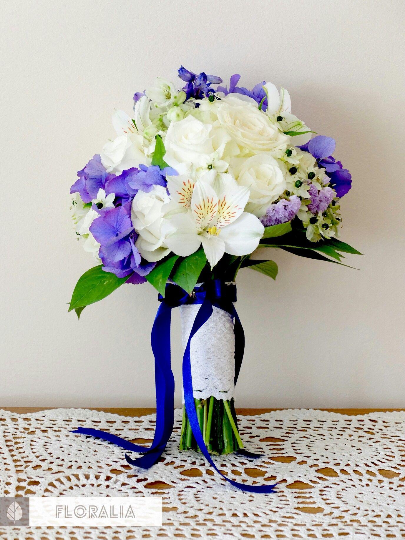 Bukiet Slubny W Tonacji Bialo Chabrowej Bialo Granatowy Bukiet Slubny Www Floralia Pl Home Decor Decor Vase