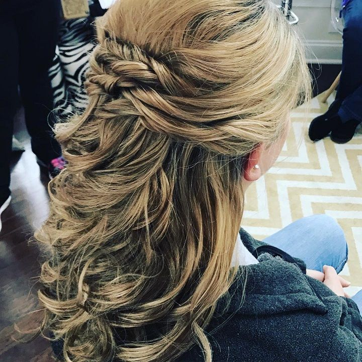 half up half down wedding hairstyle #weddinghair #hairstyle #weddinghairideas
