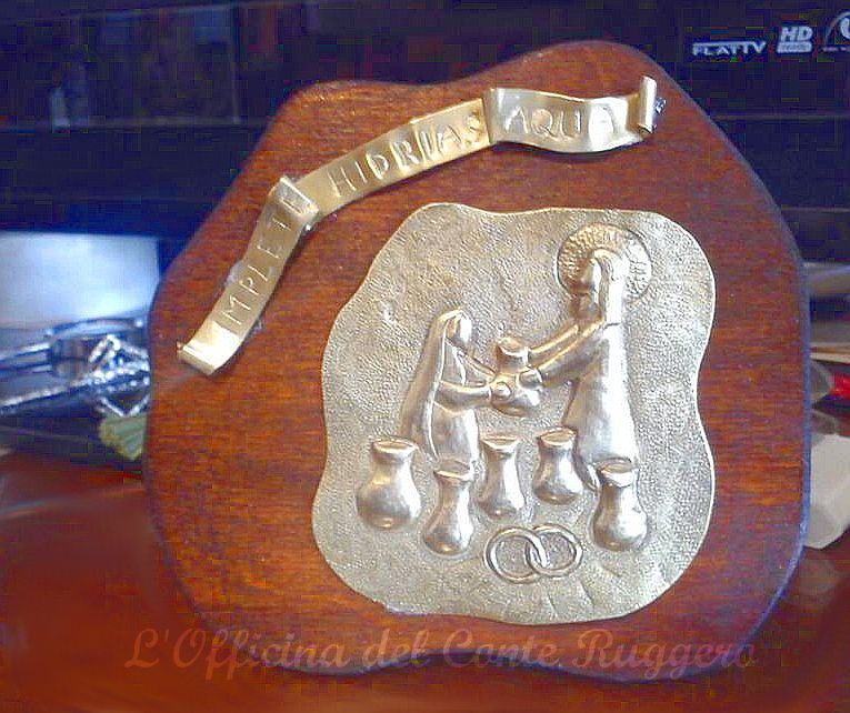 """""""IMPLETE HIDRIAS AQUA"""" Pannello in ottone realizzato a sbalzo e cesello. Raffigurazione delle Nozze di Cana (idea regalo per un anniversario di Matrimonio)"""