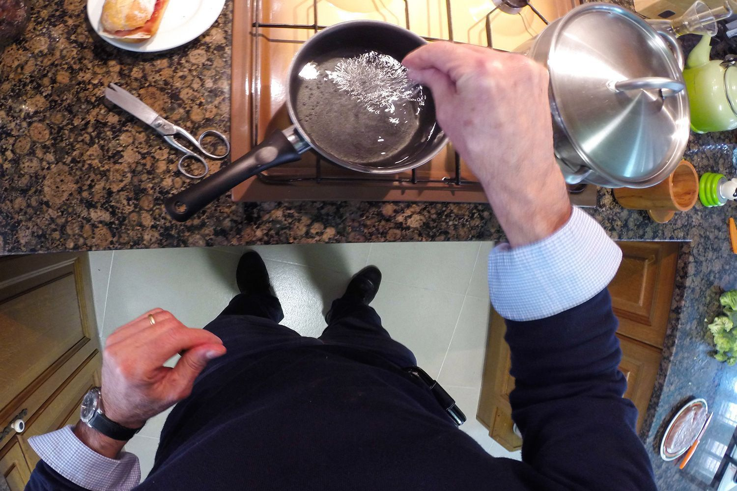Here's what happens when you add salt to boiling water