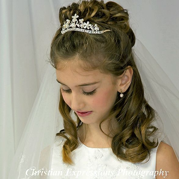 1000 Ideas About First Communion Hair On Pinterest First First Communion Hairstyles Communion Hairstyles First Communion Veils