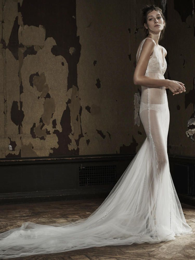 Vera Wang Shows Her New Line of Sexy Wedding Dresses in a Surprising ...