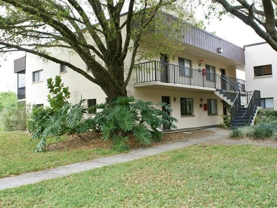 Well maintained 2 bedroom 2 bath end unit condo located in the Amazing City of Temple Terrace The unit had been freshly painted and it has Berber carpeting in the living and bedroom areas. The kitchen and baths both have ceramic tile floors. All of the appliances are included in the sale of the unit. The patio overlooking a wooded and lake area is a great place to relax. The washer and dryer is located off the outside balcony in a utility room with additional storage space. The complex is…