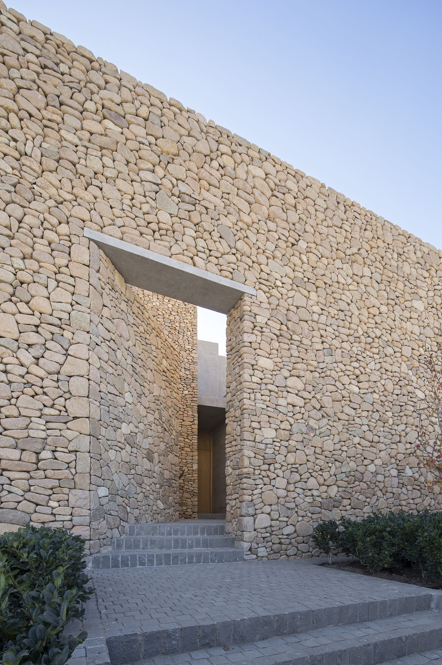 Stunning Contemporary Home In Chile Made From Stone Glass And Concrete In 2020 Architecture Exterior Stone Architecture Facade Architecture