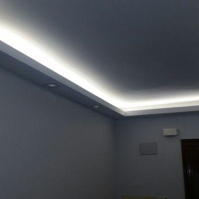 Resultat d 39 imatges de molduras techo led light in 2019 - Luz indirecta escayola ...