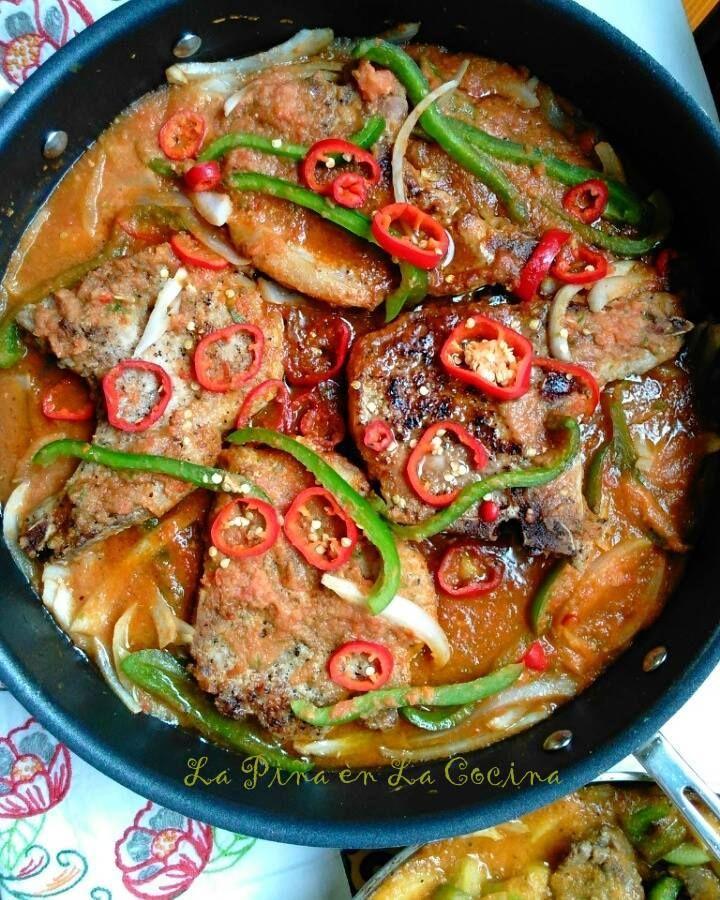 Chuletas De Puerco En Salsa Pork Chops Braised In A Fresh Tomato Salsa La Piña En La Cocina Recipe Mexican Cuisine Recipes Mexican Food Recipes Authentic Mexican Food Recipes