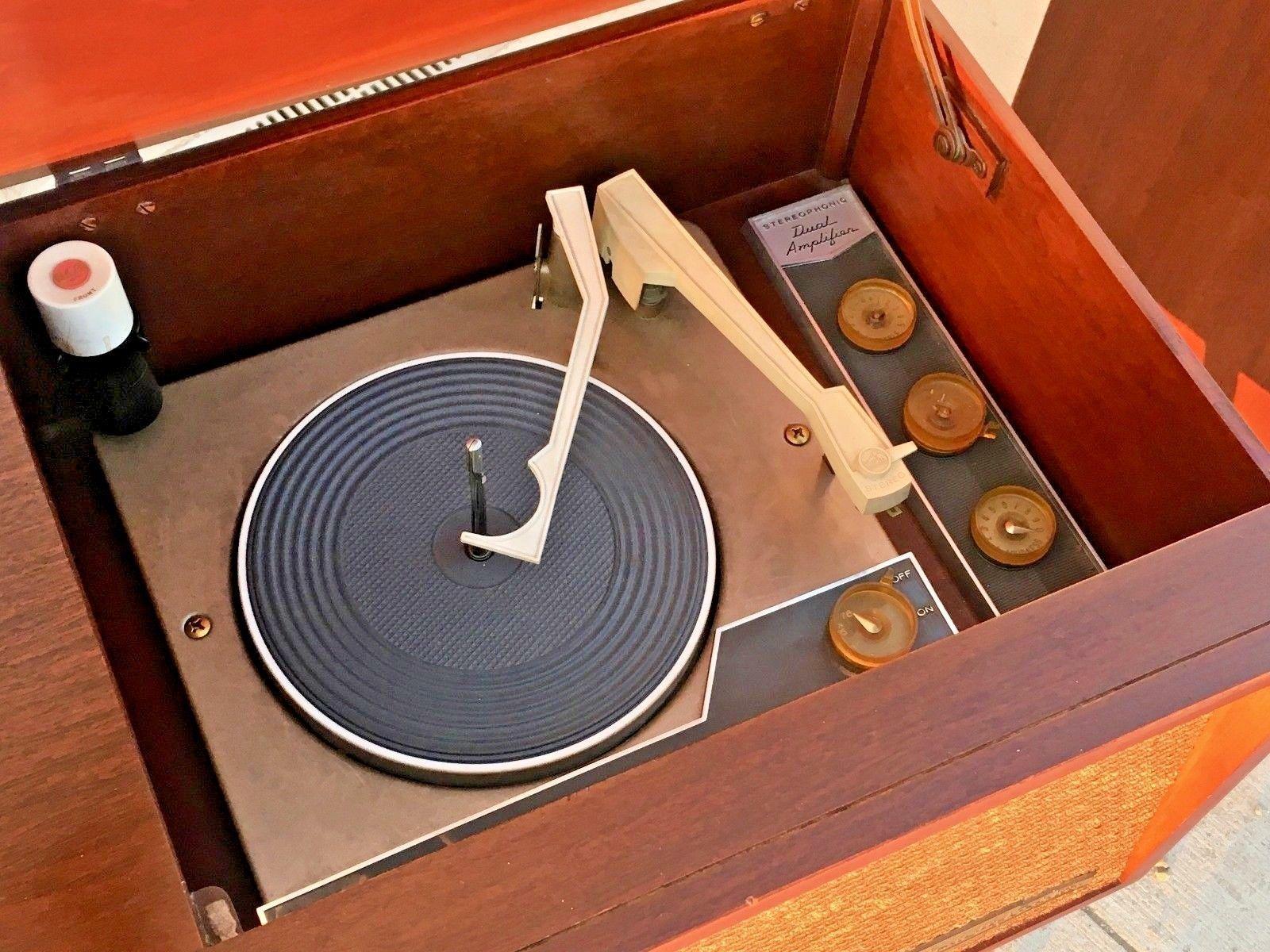 Mid Century Modern Record Player Cabinet Rca Victor Vintage Turntable Speaker Ebay Modern Record Player Record Player Cabinet Record Player
