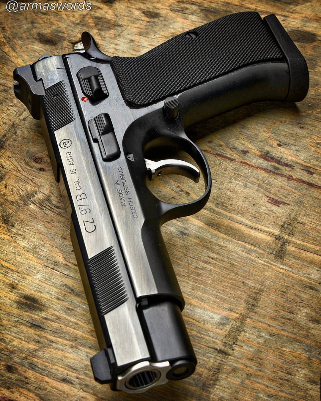 Manufacturer: CZ Mod. CZ97B Type - Tipo: Pistol Caliber - Calibre: 45 ACP Capacity - Capacidade: 10 Rounds Barrel length - Comp.Cano: 4.8 Weight - Peso: 1088...