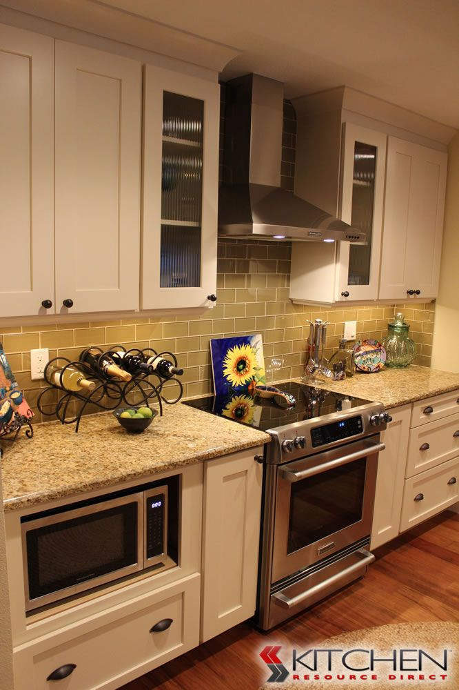 Best A Traditional Kitchen With Our Shaker Series Cabinets With 400 x 300