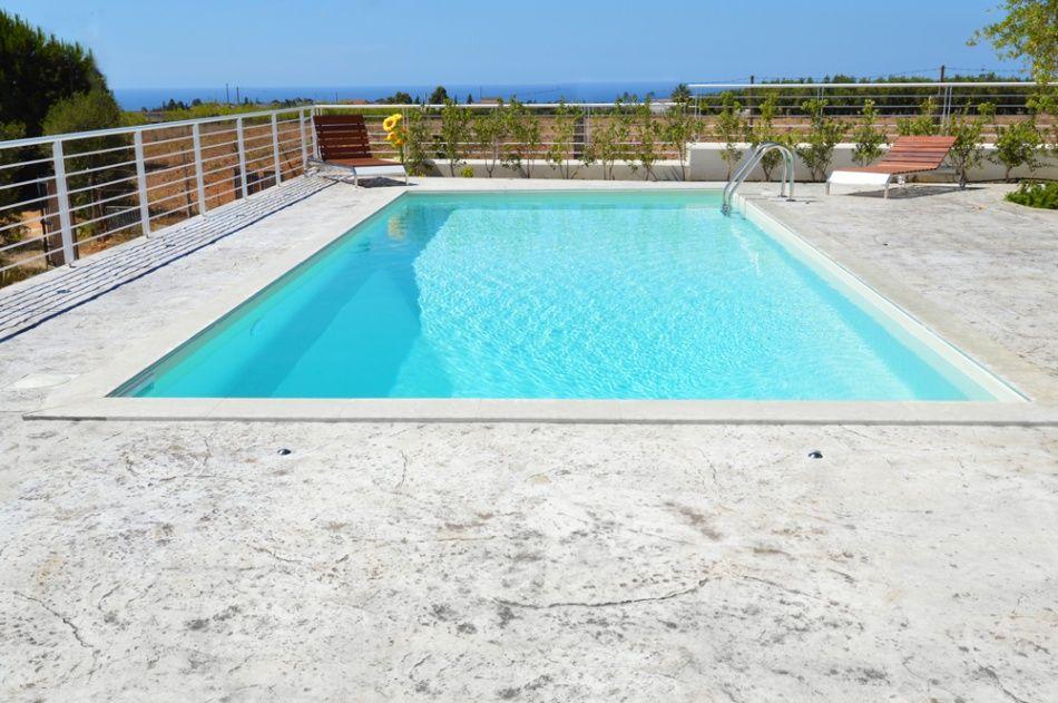 cemento stampato Piscina su terrazza in Puglia nelle città