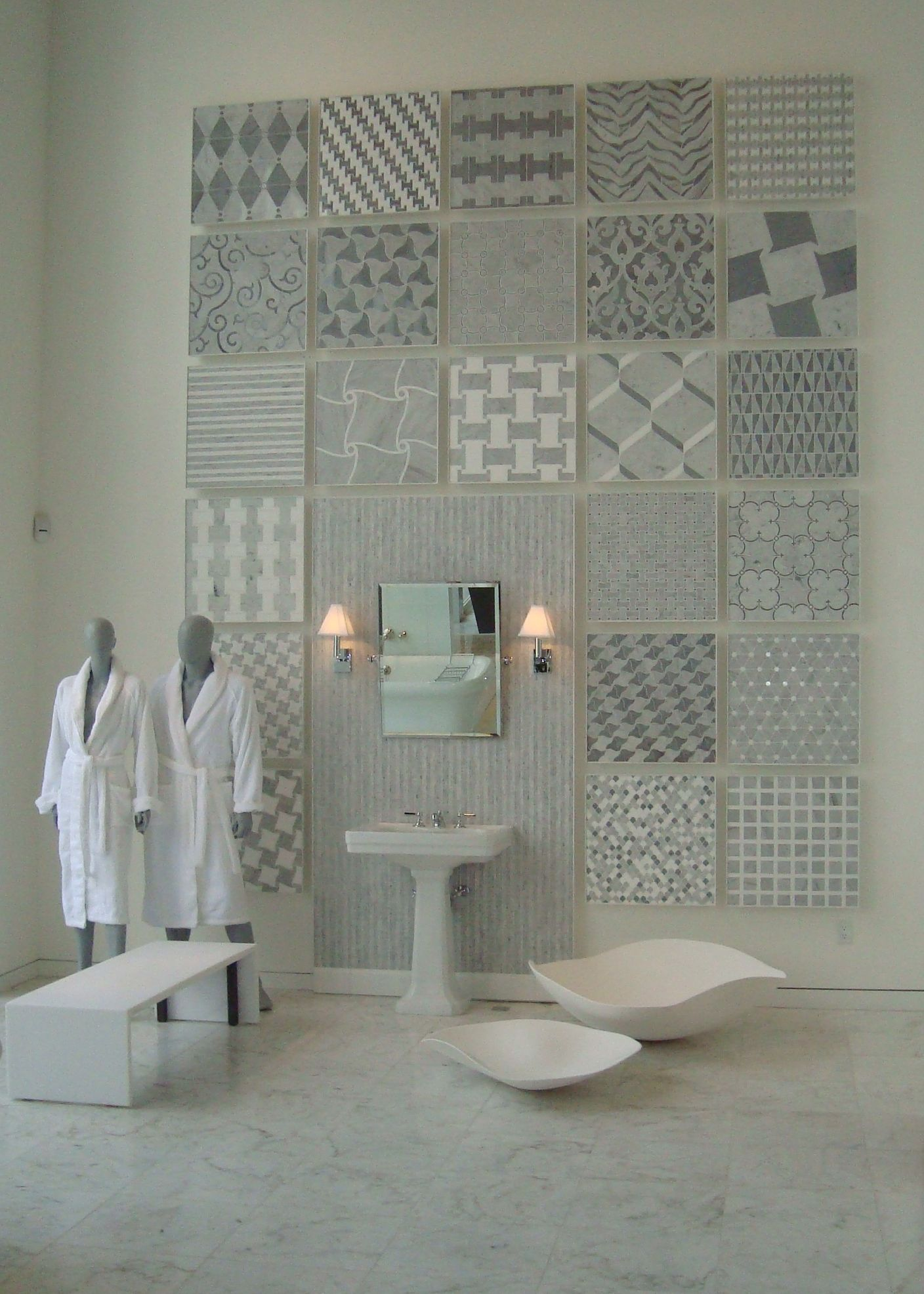 Waterworks Los Angeles Showroom Aqualinea Surfaces Display Tile Showroom Bathroom Showrooms Showroom Interior Design
