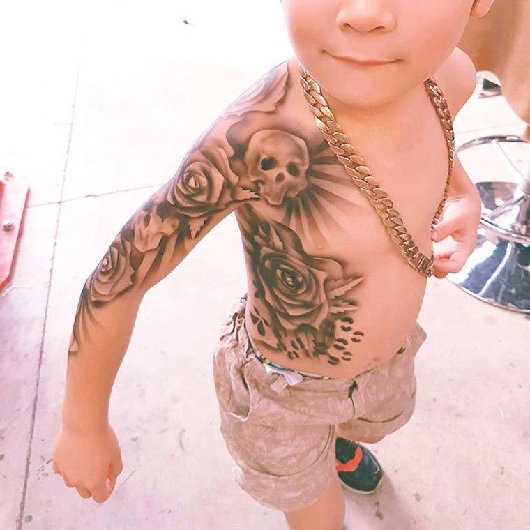 L'artiste et tatoueur néo-zélandaisBenjamin Lloyd a réalisé une série detatouages épiques sur des enfants, afin d'apporter un peu de confiance et de r
