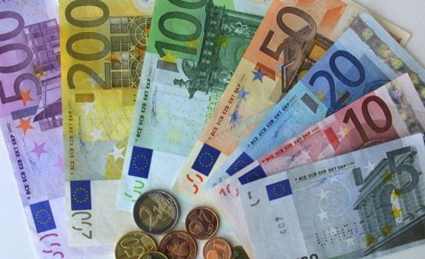 One Euro Is Equivelent To 1 33 Us Dollars So If You Had Five Dollar Bill In The Would Have 3 94 Euros