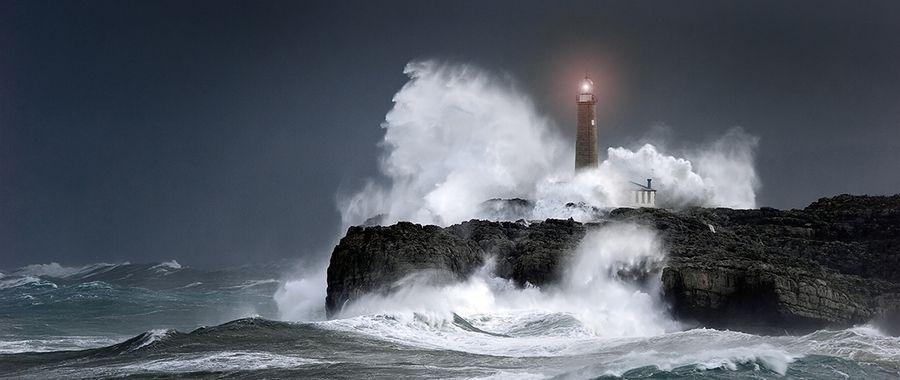 lighthouse in the storm by ENRIQUE ALAEZ, via 500px