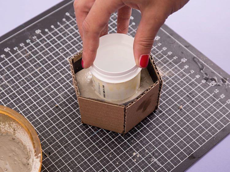 Tutoriales diy c mo hacer una maceta hexagonal de cemento - Maceta de cemento ...