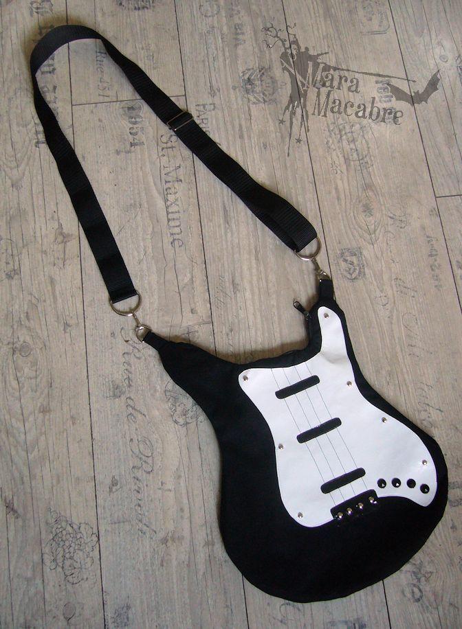 Mara Macabre: I Rock the Guitar