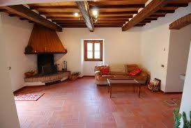 Risultati immagini per interni di casali rustici con scale for Interni di casali
