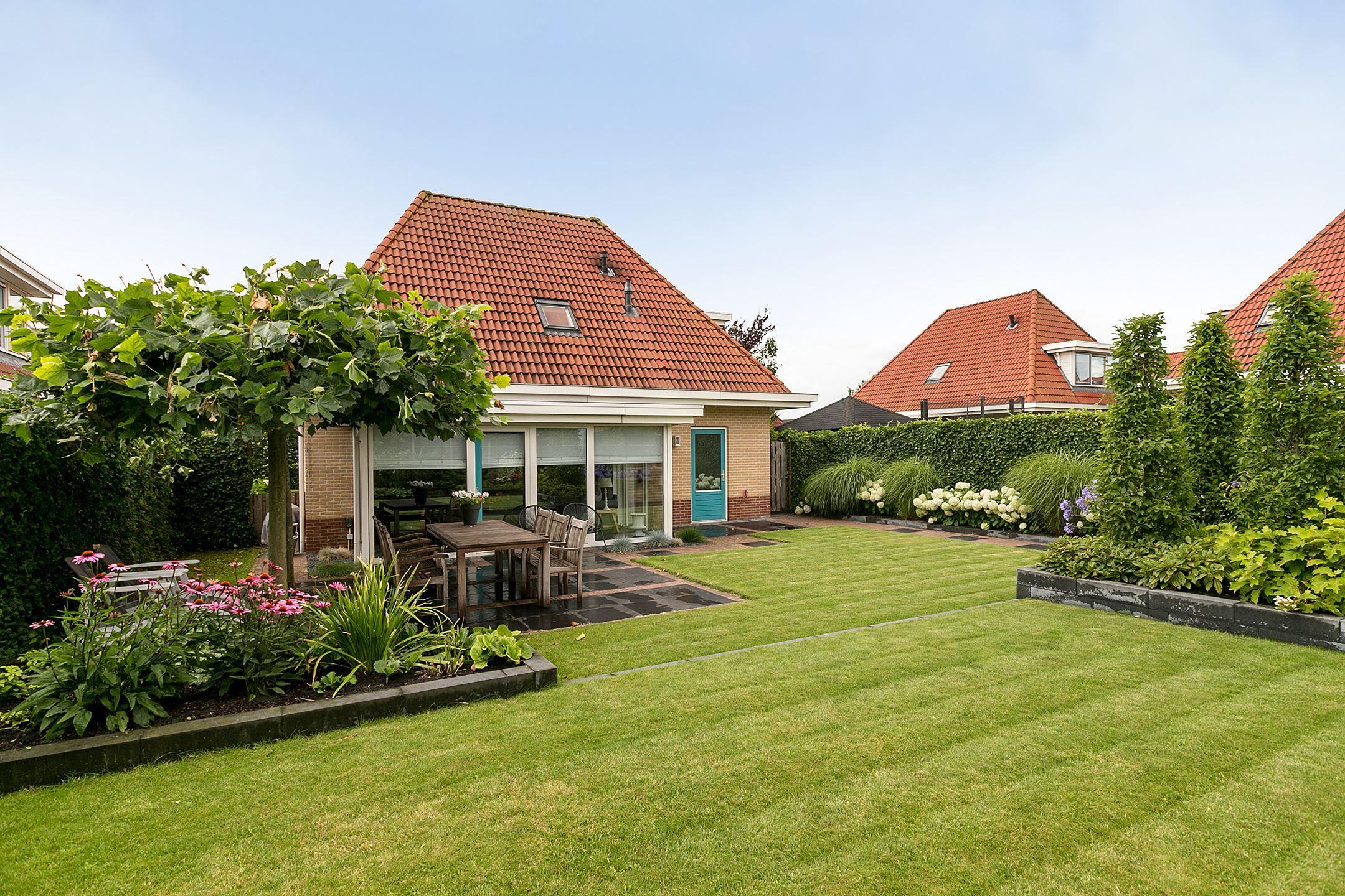 Supermooie vrijstaande woning met uitgebouwde woonkamer aan ...
