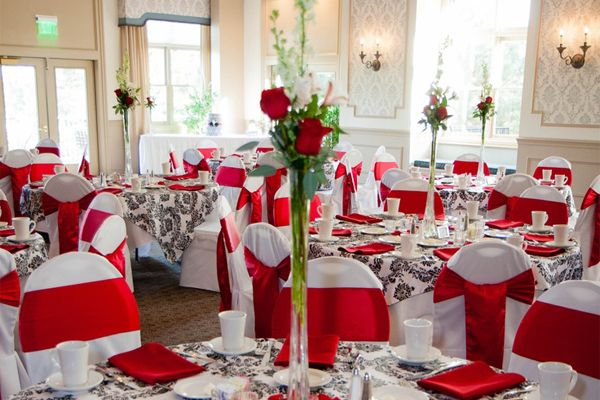Pin By Maria S Mota On Ideas Para Bodas Red And White Weddings Red Table Settings Red Wedding