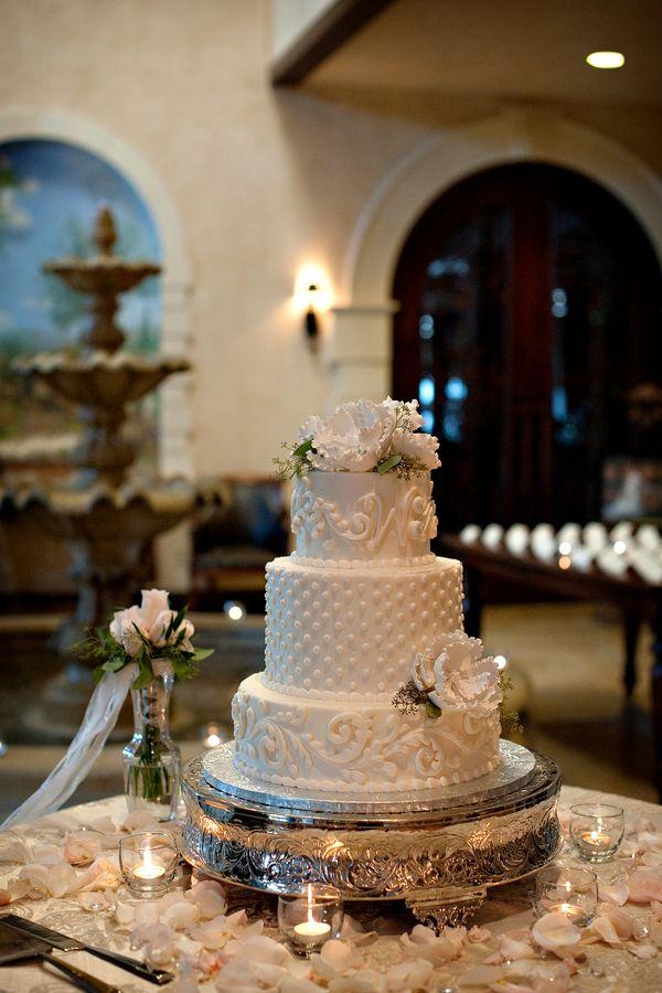 Traditional white wedding cake for a wedding full of romance  #brideside #realwedding #wedding #white #cake #traditional #delish #yum #weddingcake  Romantic vineyard wedding surrounded by soft shades of pink   Brideside