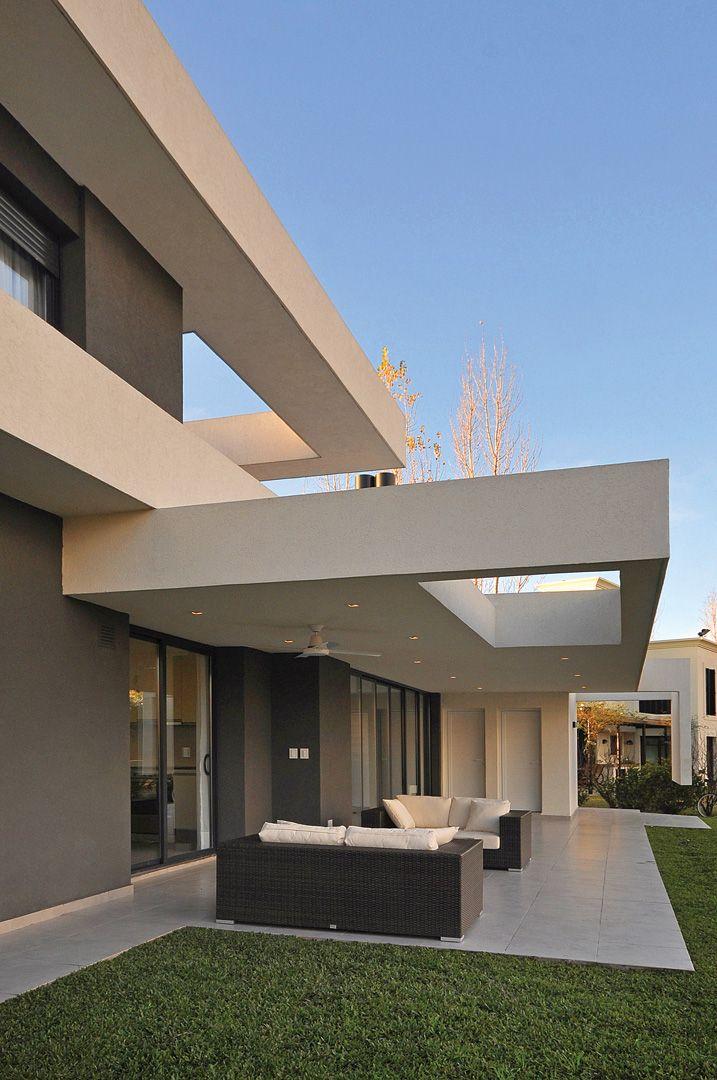 Arquitectura Fachadas De Casas Modernas Casas Modernas: PAVLOFF - REGALINI & Asociados / Estudio De Arquitectura, Casa GBA 7