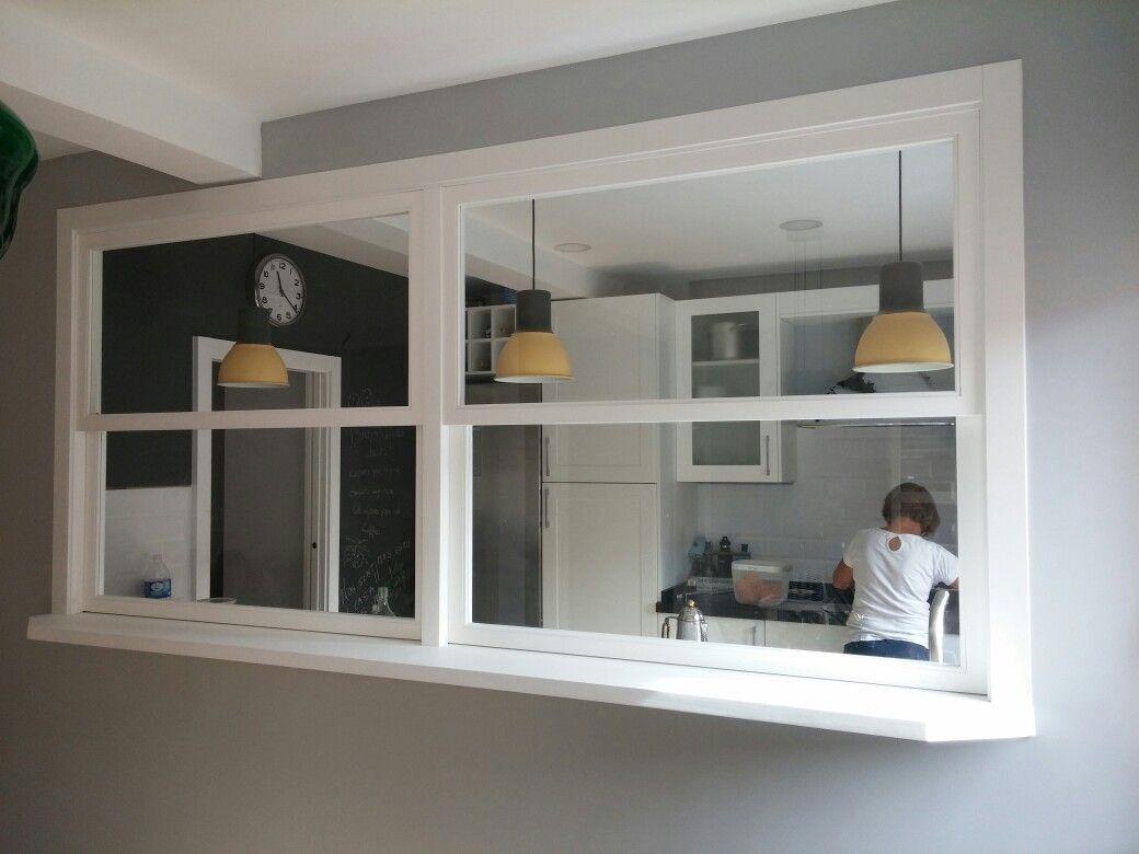 Ventana de guillotina con pasaplatos vista desde el for Interiores de cocinas