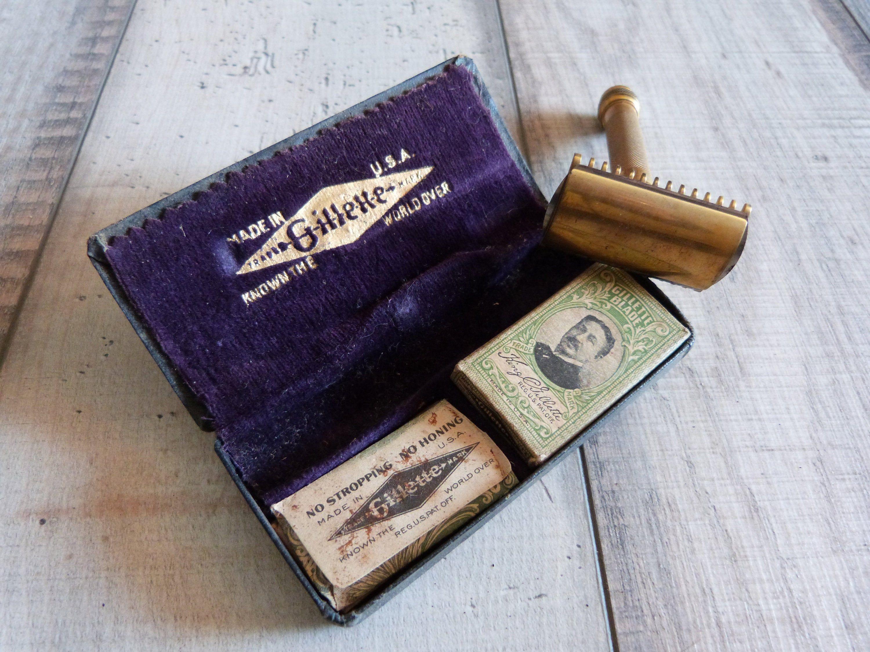 Antique Gillette safety razor blade in case w blades