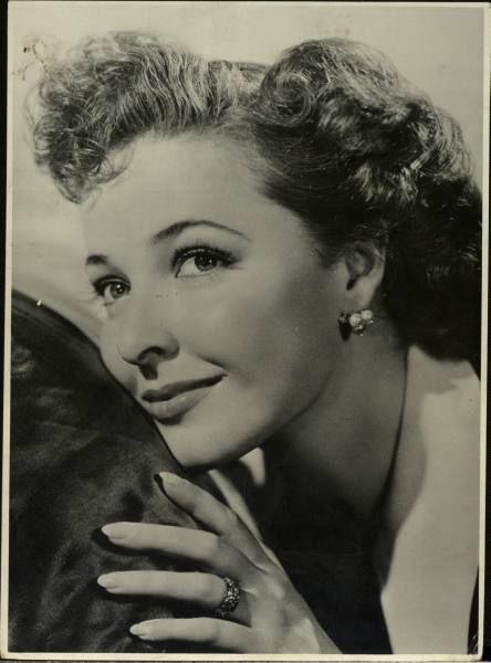 Bea Hair Women 1938 1940's 40's Beauty Hair Styles