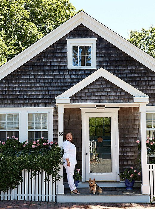 Inside A Designer S Absolutely Charming And Cozy Nantucket Cottage Small Cottage Homes Small Cottage House Plans Cottage House Exterior