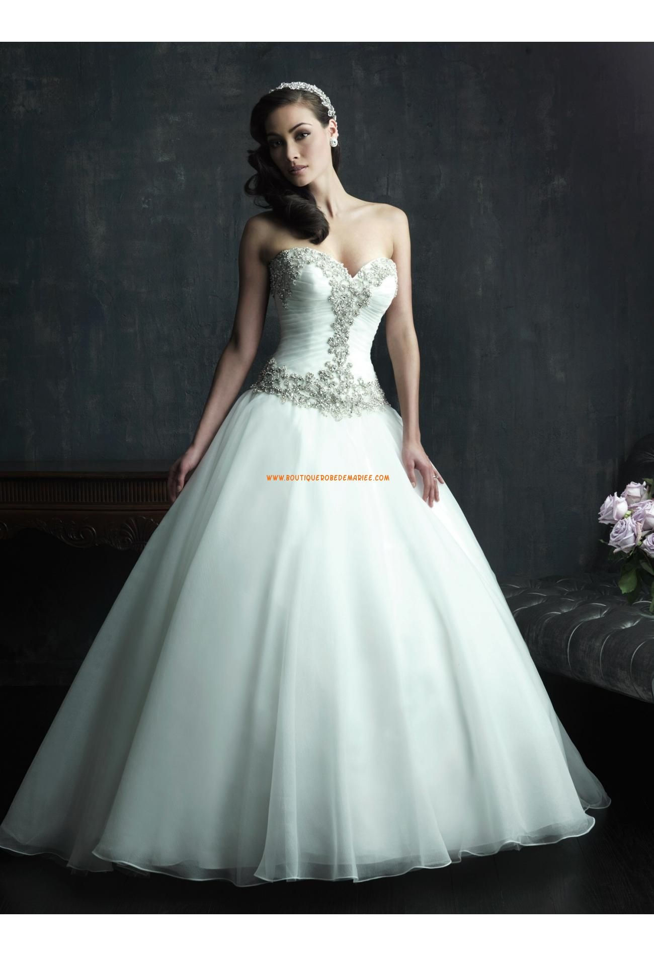 Robe de mariée organza avec bustier perlé cristal col coeur