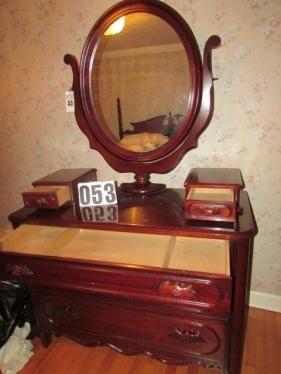 Davis Furniture Lillian Russell 5 Drawer Dresser And Mirror