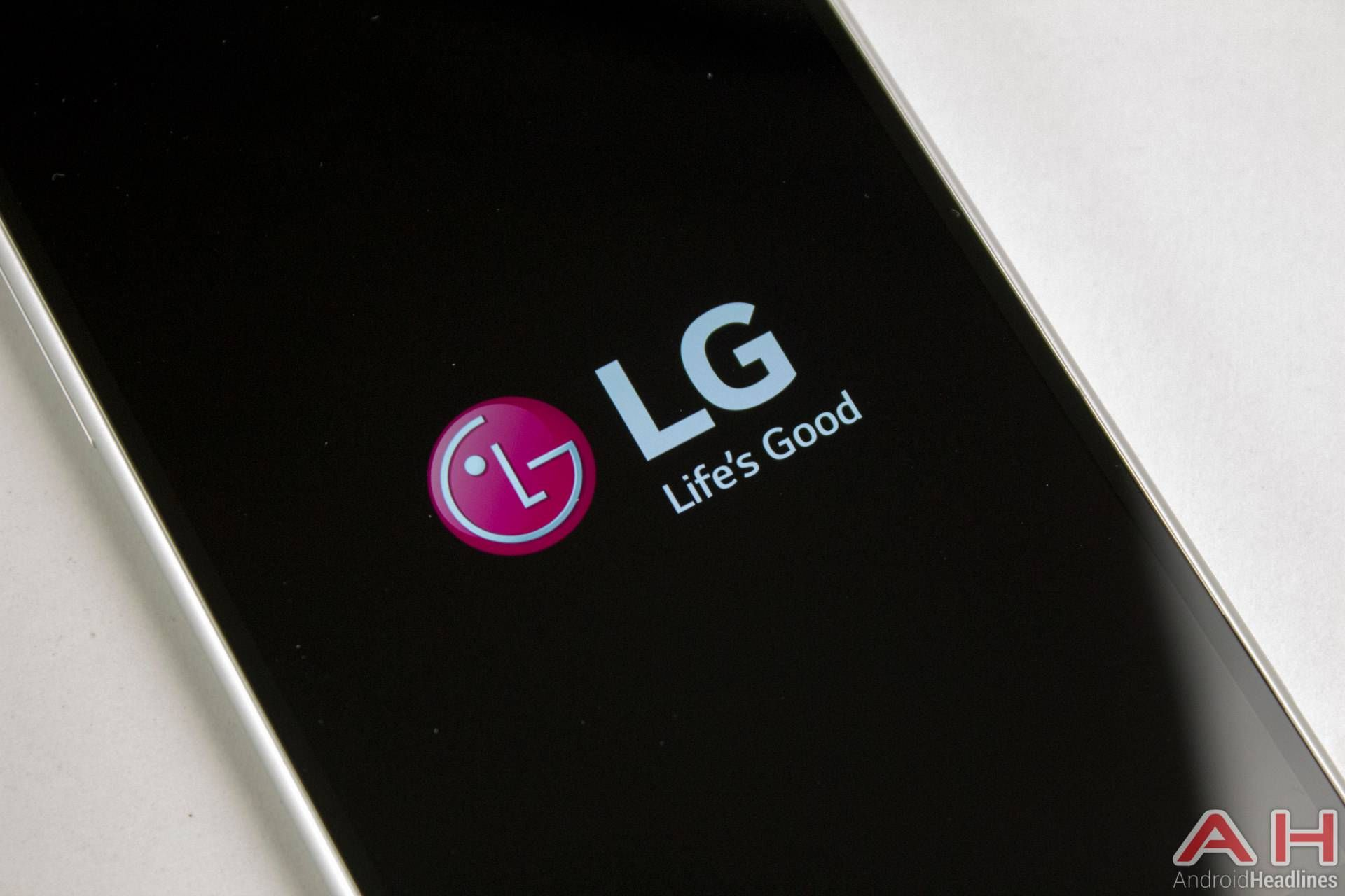 LG Announces High-Resolution 5 7-Inch Super-Wide LCD Display