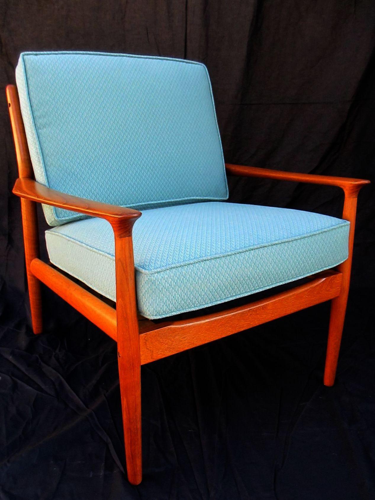 Flash Furniture HERCULES Series Trapezoidal Back Stacking