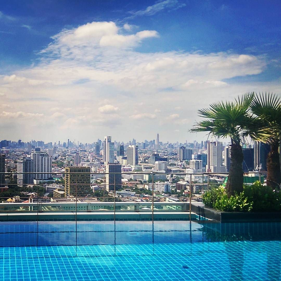 Yeah it's weekend. Pool party time  #bangkok #thailand #bigcity #niceview #pool #weekend #instagood #trip #holiday #travel #asia