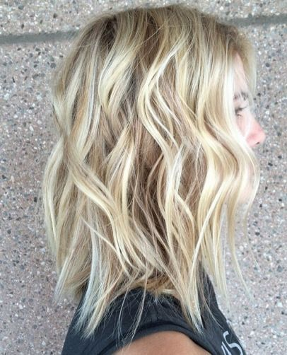 Perfect Short Blonde Wavy Hair For The Summer