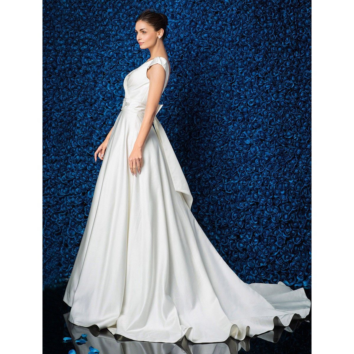 Sheath/Column Vneck Satin Court Train Wedding Dress