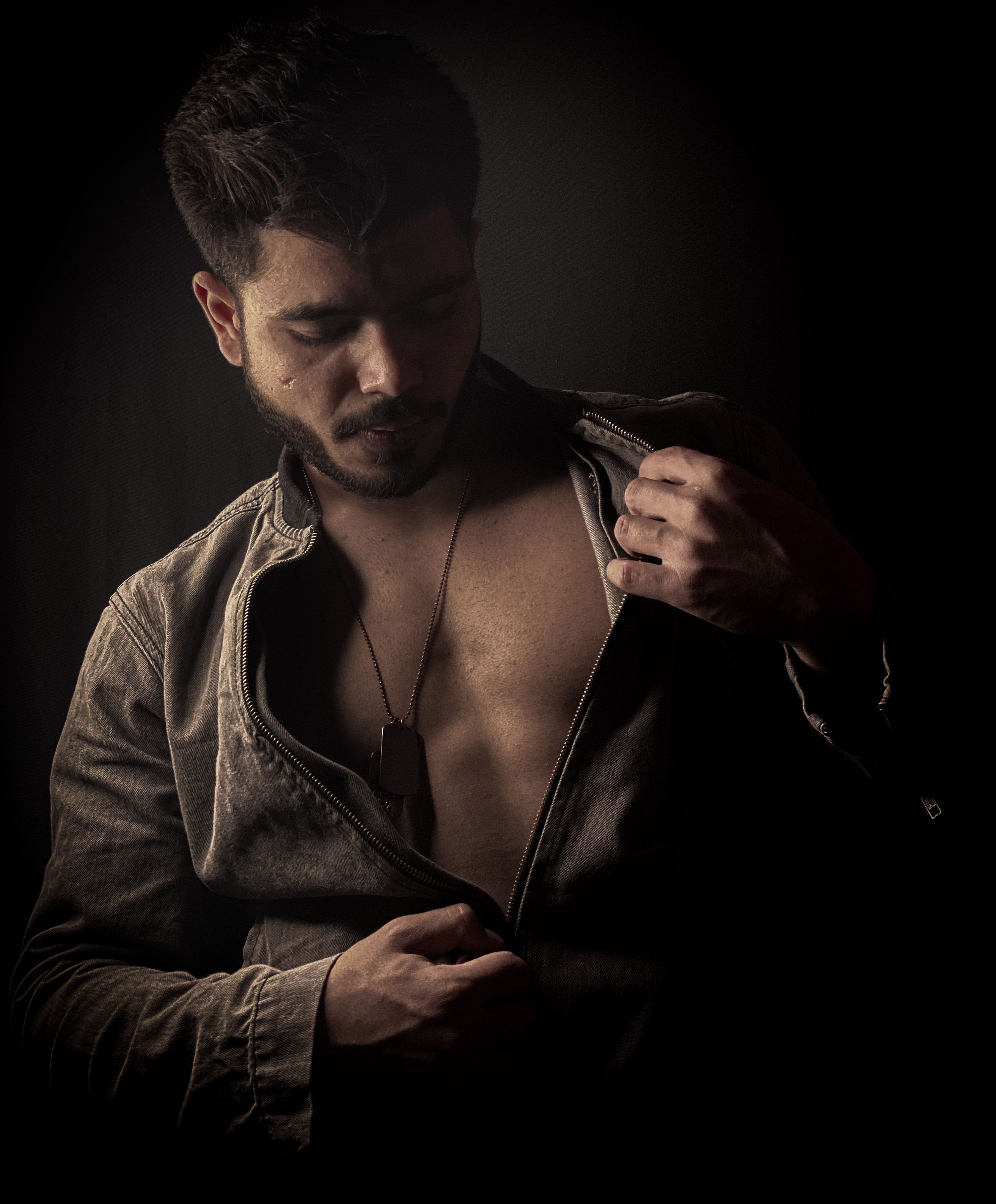 Roadster Denim Jacket In 2020 Mens Photoshoot Poses Best Poses For Men Photography Poses For Men
