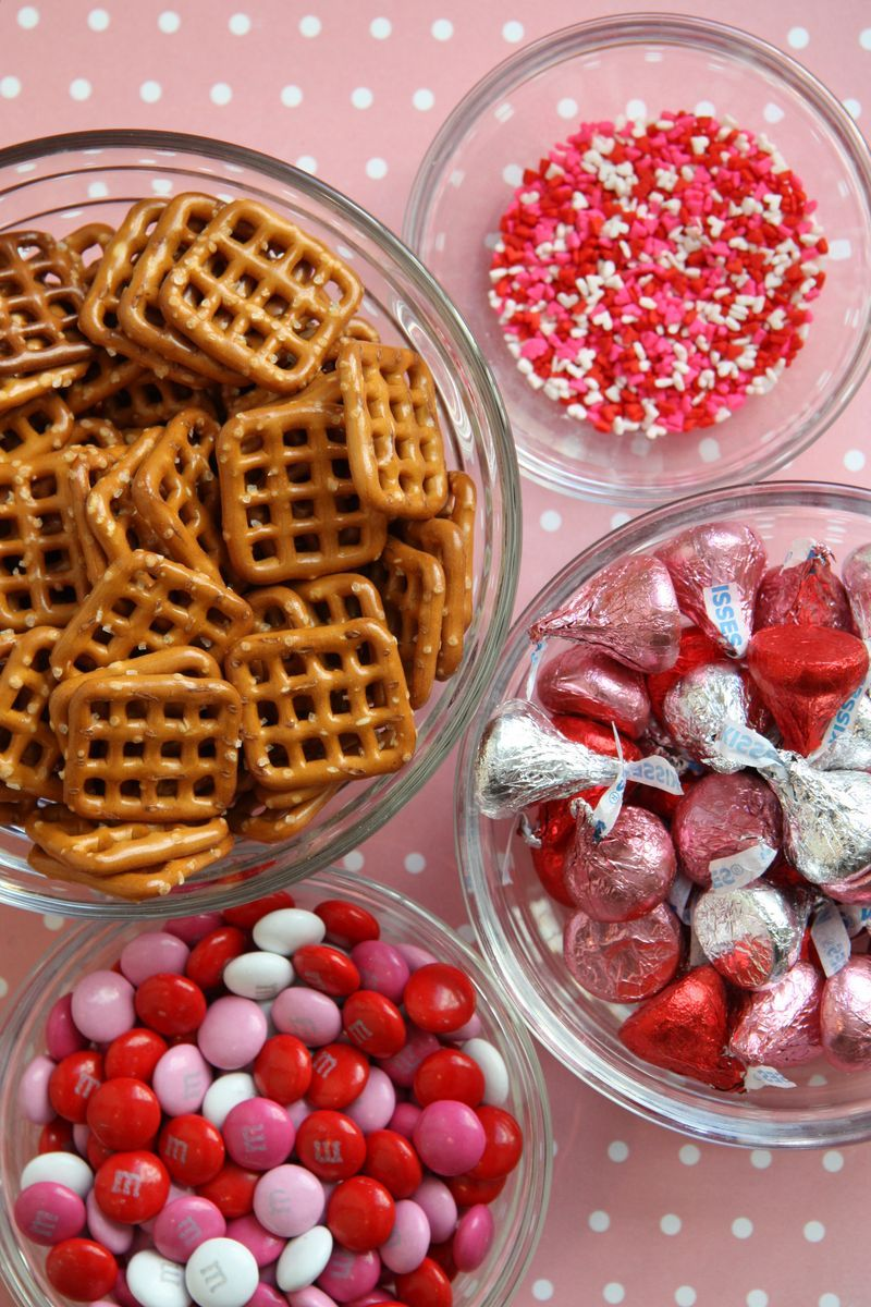 Valentine candy pretzels from http://divinepartyconcepts.com/2011/02/10/valentines-day-food/