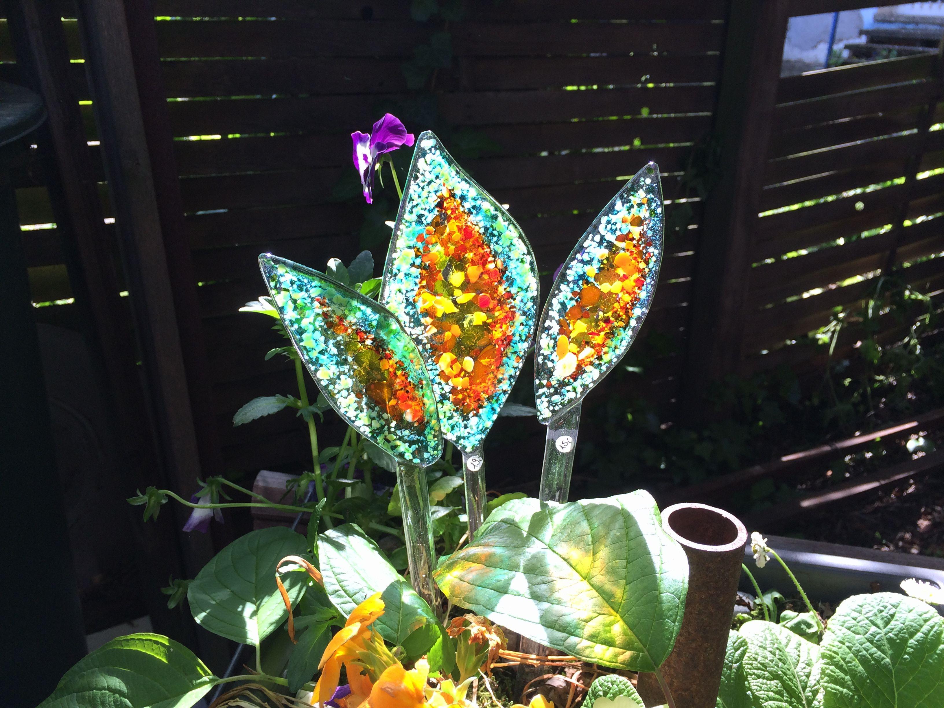 Farbenfrohe Gartenstecker aus geschmolzenem Glas, frostfest! Andere Formen, Farben und Größen auf Anfrage lieferbar.