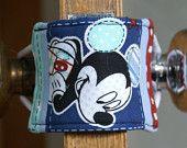 Jammer Puerta, puerta más silencioso, Husher Puerta, Puerta Silent Closer, Latch silencioso - Mickey Mouse & Stars - Envío estándar gratuito en los EE.UU.
