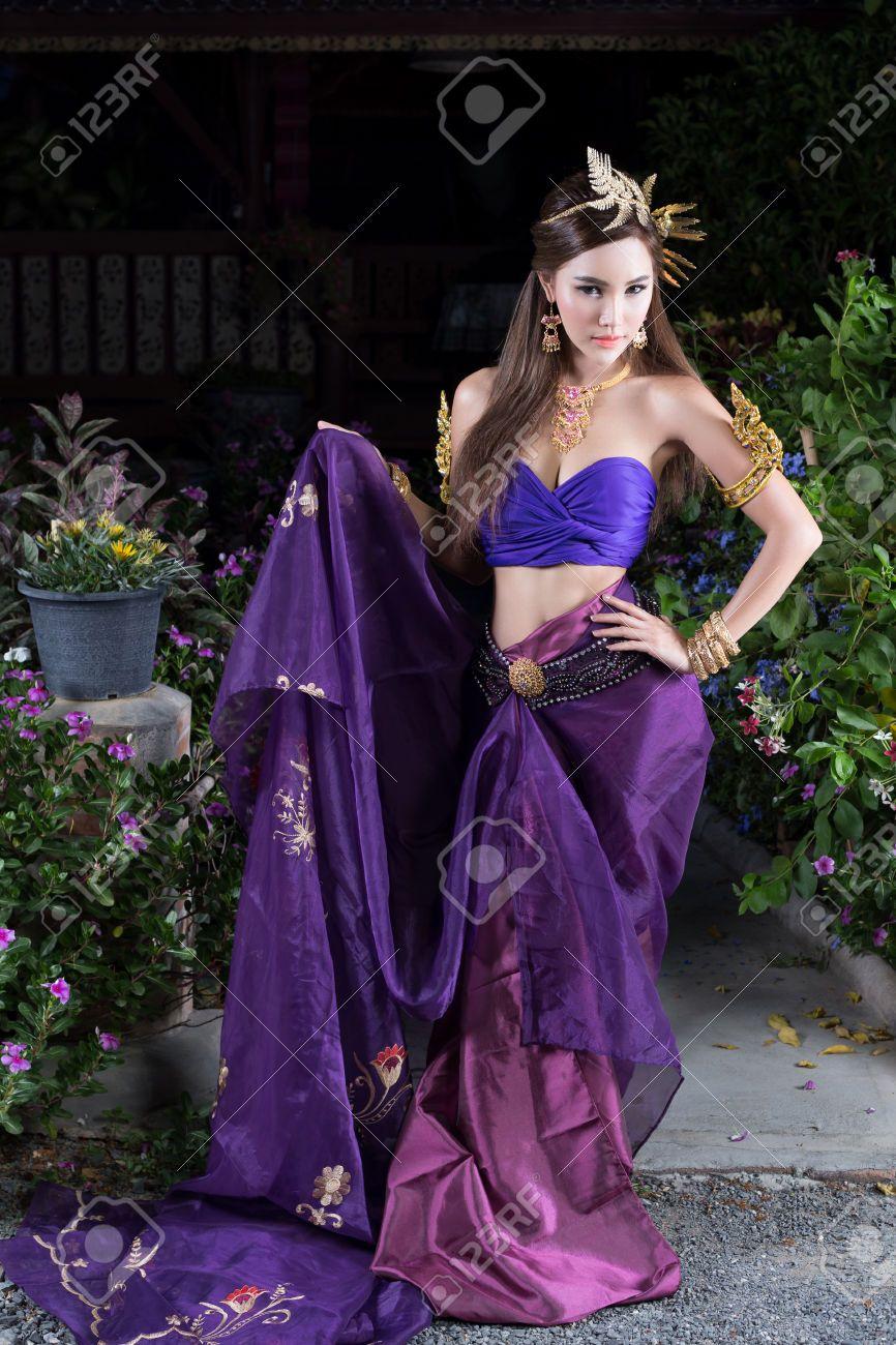 Tailandia Mujer En Traje Tradicional De Tailandia Fotos, Retratos ...