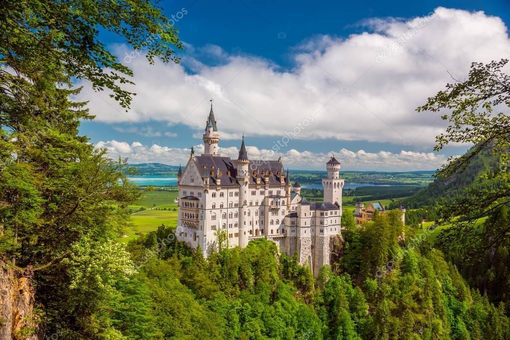 Picturesque Landscape With The Neuschwanstein Castle Germany Stock Pho Sponsored Neuschw Neuschwanenstein Schloss Neuschwanstein Schonste Orte Der Welt