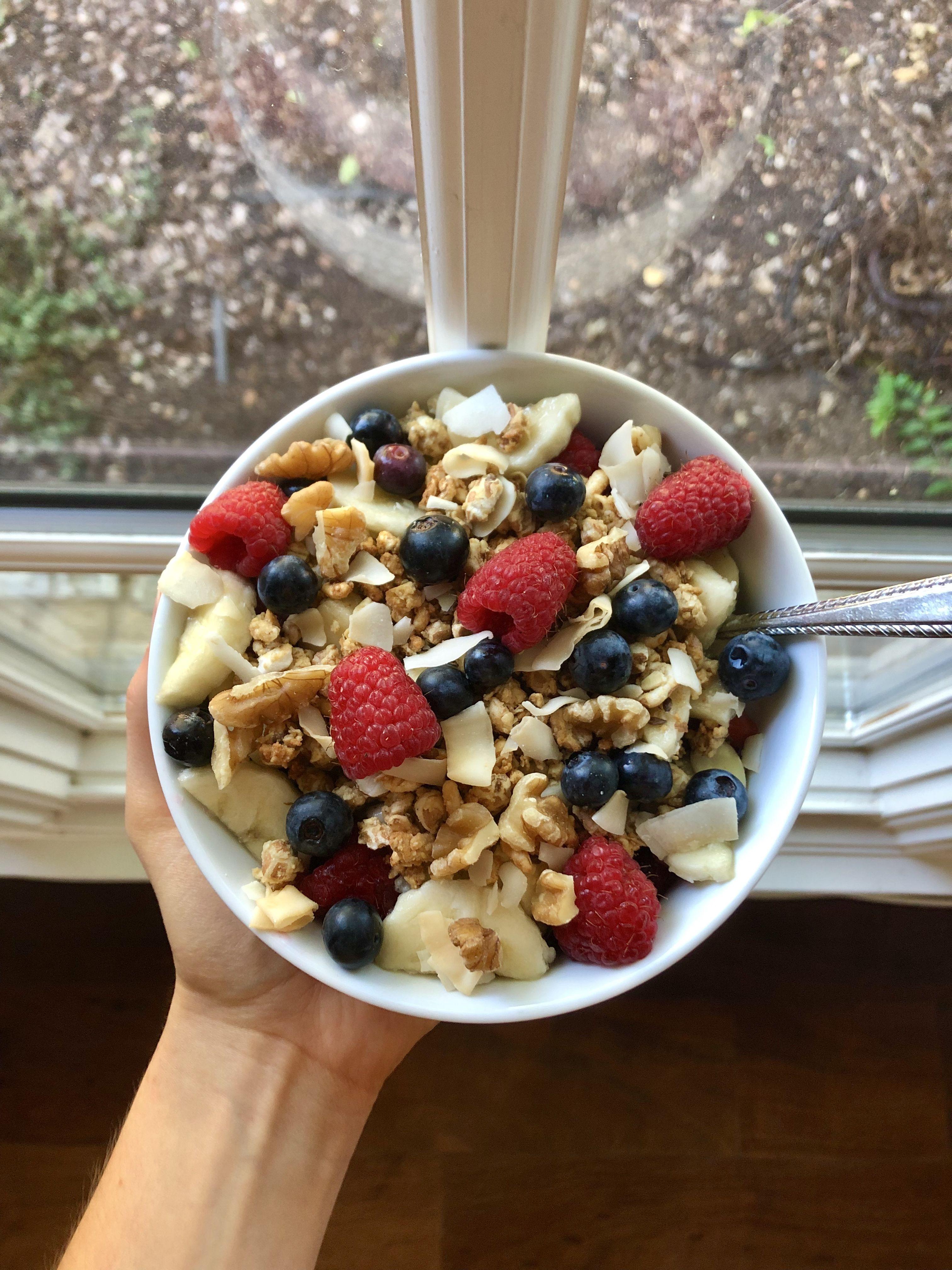 Healthy yogurt bowl w/ Greek yogurt, berries, banana