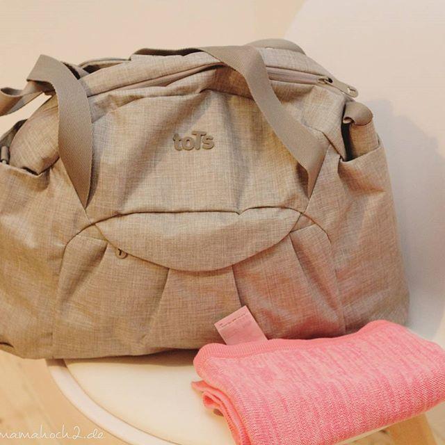 Erinnert ihr euch noch an meine Frage nach der #Wickeltasche ? Ich bin fündig geworden...Eine Tasche, die auch Rucksack ist und ne Menge Zubehör zum Anpassen bietet. Auf dem #Blog stell ich heute meine komplette #babyerstausstattung vor. Die Tasche von @t